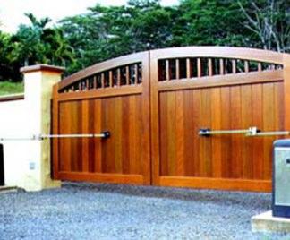 Cancello in legno.