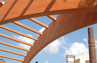 Legno lamellare: caratteristiche, prezzi, ed usi (travi, tetti, strutture ecc..)