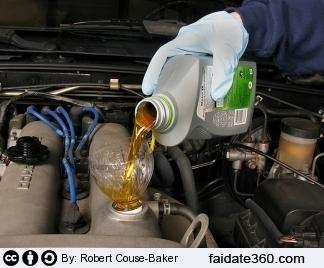 Controllo olio motore e rabbocco