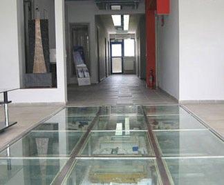 Pavimento in vetro calpestabile costo