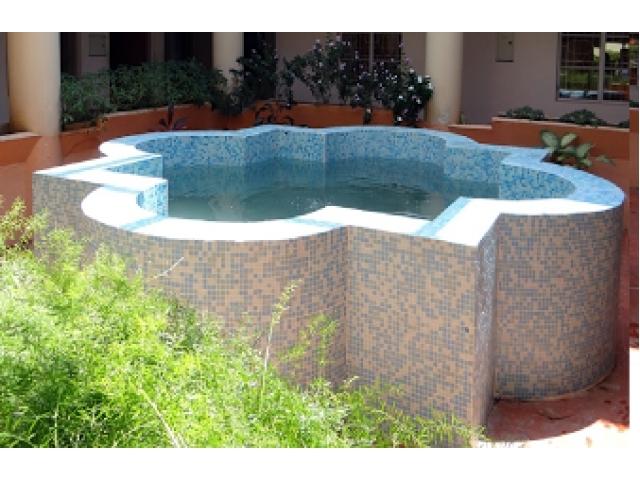 Piscine prefabbricate interrate e fuori terra tipi e prezzi for Vendita piscine interrate prezzi