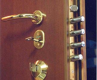 Posa in opera telaio per porta blindata for Serrature sicure